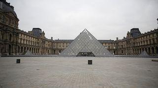 متحف اللوفر يعيد فتح أبوابه جزئياً للزوار بعد إغلاق دام نحو أربعة أشهر