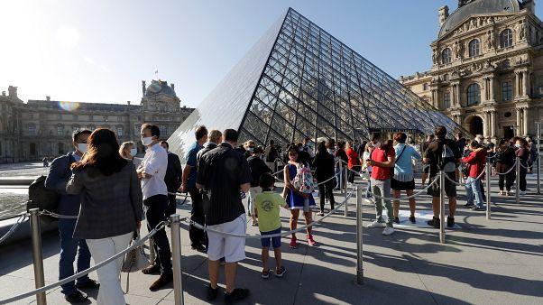 Újra kinyitott a Louvre