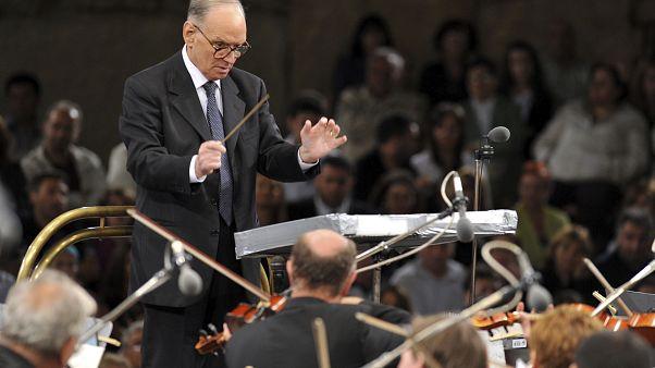 Ennio Morricone a conduzir a Orquestra Simfónica de Budapeste em 2009