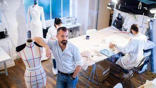 أسبوع الموضة في باريس يستأنف نشاطه ولكن من دون عروض