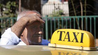 В Бейруте протестную акцию устроили таксисты
