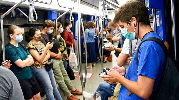 مسافران در متروی شهر لوزان سوئیس