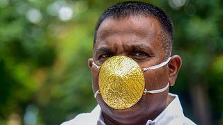 Hint iş adamından Covid-19'a karşı 4 bin dolar değerinde 'altın maskeli' önlem