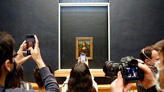 Salgının kapattığı Louvre Müzesi  sanatseverlere tekrar 'merhaba' dedi
