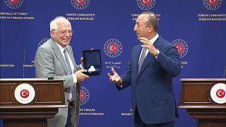 Borrell ad Ankara, sulla Libia Cavusoglu attacca Parigi