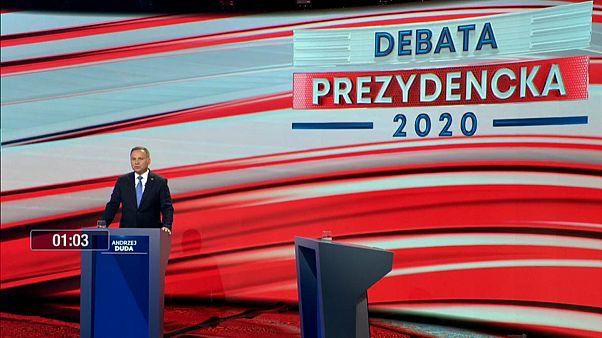 Präsidentschaftskandidat Andrzej Duda allein im TV-Studio