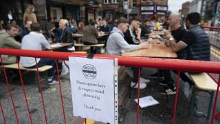 Nach Infektionen: Erste britische Bars machen wieder dicht