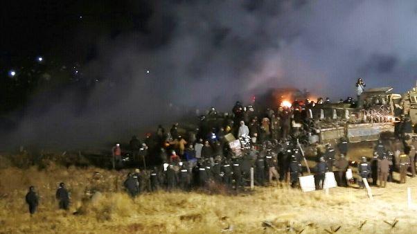 Tüntetők és rendőrök ütközete a Dakota Access Pipeline építése idején