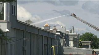 Két ember meghalt, amikor tűz ütött ki egy újvidéki gyárban