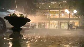 Bulgária: elképesztő jéggel kísért esővihar tombolt Szófiában