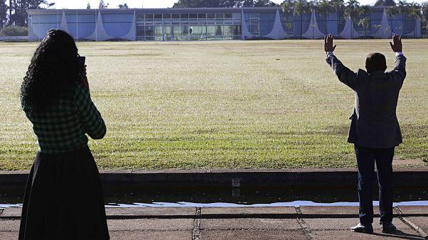 Pastor vor Bolsonaros Residenz