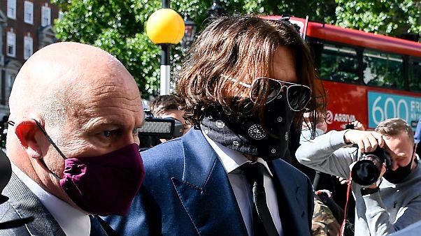 Johnny Depp a Sun ellen indított rágalmazási peren, 2020. július 7-én
