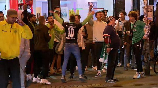 Werder-Fans feiern Klassenerhalt in Bremen