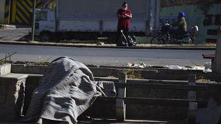 Leiche an einer Straße in Cochabamba, Bolivien