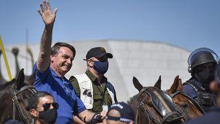 Brésil : le président Bolsonaro annonce avoir été testé positif au Covid-19