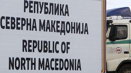 Kuzey Makedonya: Bir kamyonda, 63'ü çocuk 200'den fazla göçmen bulundu