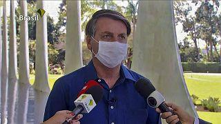El positivo de Bolsonaro desata una batalla en las redes entre partidarios y detractores