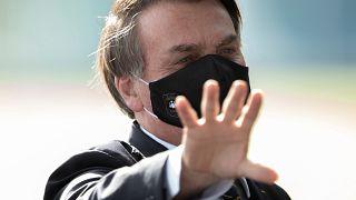 Depois de testar positivo Bolsonaro defende tratamento polémico