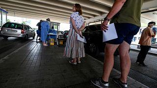 Δύο Σέρβοι τουρίστες με κορονοϊό στην Αιδηψό - Θετικοί στον ιό τουρίστες σε Κέρκυρα και Θάσο