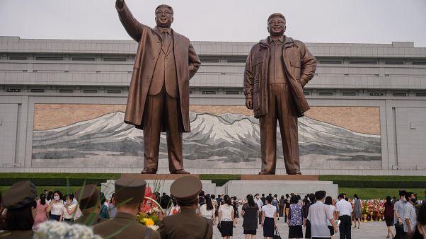تمثال كيم إيل سونغ وابنه