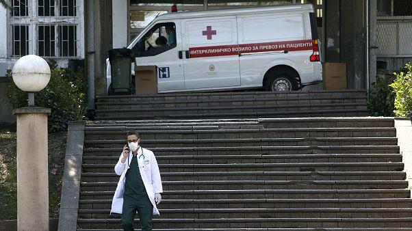 """Το νοσοκομείο """"Μητέρα Τερέζα"""" στα Σκόπια. Η πρωτεύουσα της Β. Μακεδονίας καταγράφει τον υψηλότερο αριθμό κρουσμάτων"""