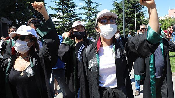 Türkiye'de avukatlar eylem yapıyor