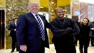 مغني الراب كانني ويست رفقة الرئيس الأمريكي دونالد ترامب في برج ترامب في نيويورك.