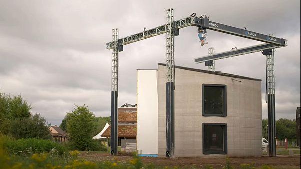 Belçika'da inşaat ustasına ihtiyaç olmadan 3D yazıcı ile iki katlı ev inşa edildi