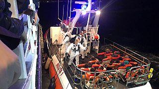 """Malta dice """"andate a Lampedusa"""", ma poi cede: la nave """"Talia"""" sbarca 50 migranti"""