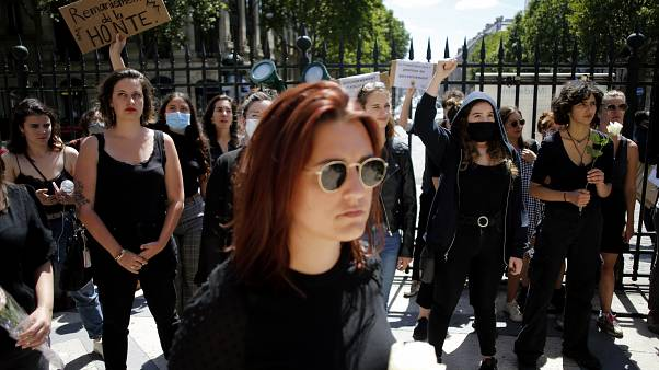 """""""Kabinett der Schande"""": Protest in Paris"""