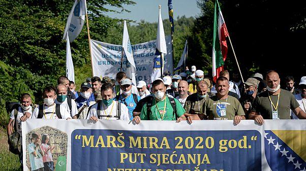 Srebrenitsa: Covid-19 gölgesinde ölüm yolunda 'Barış Yürüyüşü'