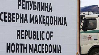 Polizia della Macedonia del Nord trova 211 migranti stipati in un camion al confine con la Grecia