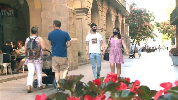 Minden nyilvános helyen kötelező a maszk Katalóniában és Baszkföldön
