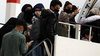 Πρόσφυγες φεύγουν από την Ελλάδα