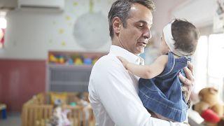 Ο Κυριάκος Μητσοτάκης επισκέφθηκε το κέντρο προστασίας παιδιών «Η Μητέρα»