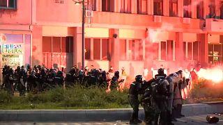 Νύχτα βίας στο Βελιγράδι