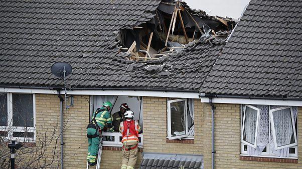 Londra'da inşaatta kullanılan vinç iki evin üzerine düştü: 1 kişi öldü, 4 kişi yaralandı
