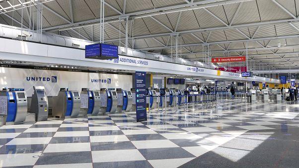 Munkavállalói felét bocsáthatja el a United Airlines