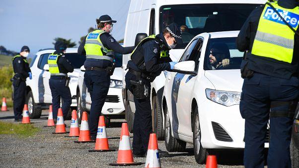 Koronavírus: Melbourne újra vesztegzár alatt