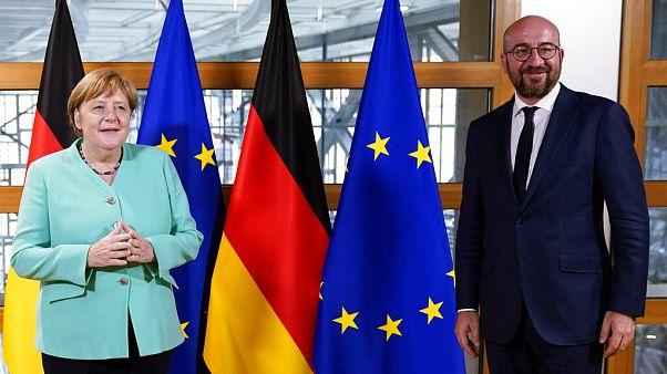 La canciller Angela Merkel ayer en Bruselas, presentando las prioridades del semestre de Presidencia alemana.