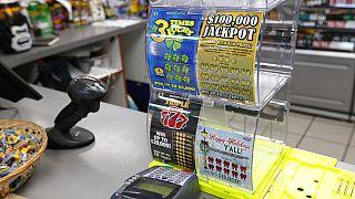 Eğlence olsun diye loto oynayan kadına 50 milyon dolar ikramiye çıktı