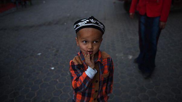Doğu Türkistan'ın Hoten kentinde bir Uygur çocuk