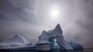 Un iceberg au large de l'île d'Ammassalik dans l'est du Groenland (Juillet 2007)