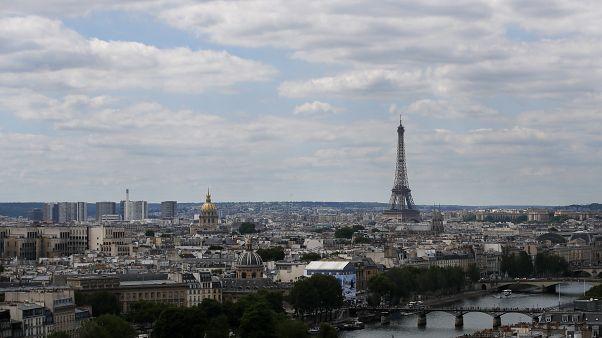 Во Франции власти бьют тревогу: за сутки выявлены почти 1700 новых вирусоносителей