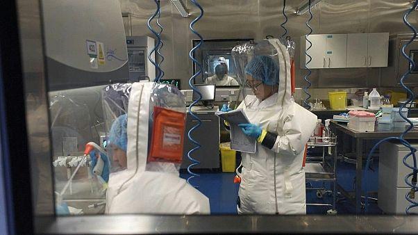 بالفيديو: الصين تعرض لقطات نادرة من داخل مختبر متهم بالمسؤولية عن تفشي وباء كورونا