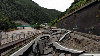 Ιαπωνία: Καταστροφές και νεκροί από τις πλημμύρες που προκάλεσαν οι καταρρακτώδεις βροχές