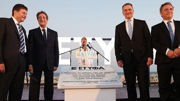 Ο Νίκος Αναστασιάδης τοποθετεί τον θεμέλιο λίθο