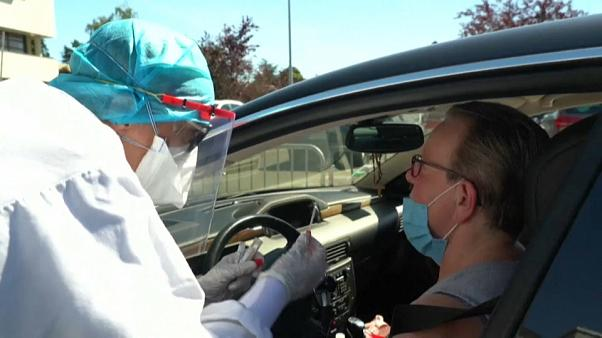 Test pour le Covid-19 à l'hôpital de Laval, en France