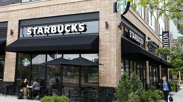 ABD'de Starbucks çalışanı, başörtülü kızın bardağına IŞİD yazdı; konu mahkemeye taşındı