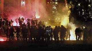 شاهد: تأجج مظاهرات الصرب احتجاجاً على سياسة الحكومة بشأن كورونا